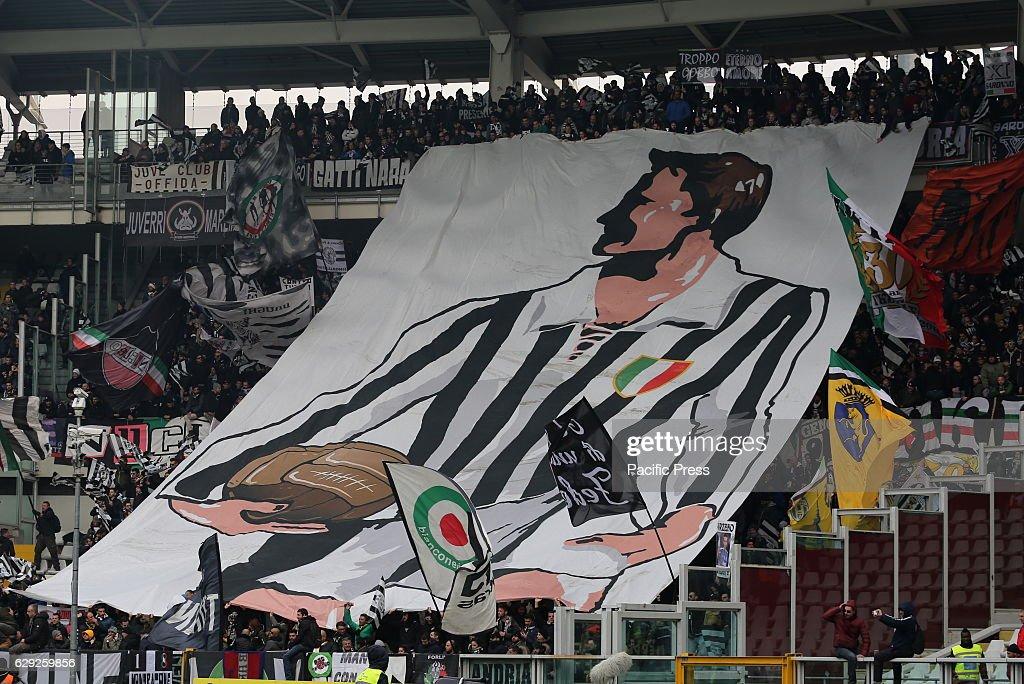 Fans of Juventus FC before the Serie A football match... : Nachrichtenfoto