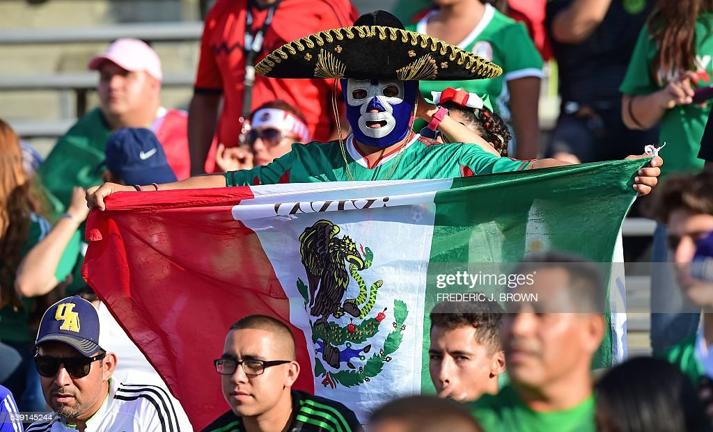 Fans of Mexico cheer for their team during the Copa America Centenario football match in Pasadena, California, United States, on June 9, 2016. / AFP / Frederic J. Brown