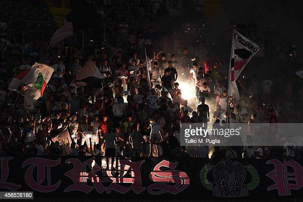 Fans of Palermo show their support during the Serie A match between US Citta di Palermo and UC Sampdoria at Stadio Renzo Barbera on August 31 2014 in...