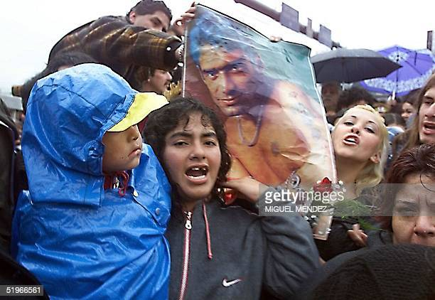 Fans of popular Argentine singer Rodrigo Bueno mourn the loss of their idol during funeral services in the Lanus neighborhood of Buenos Aires 24 June...