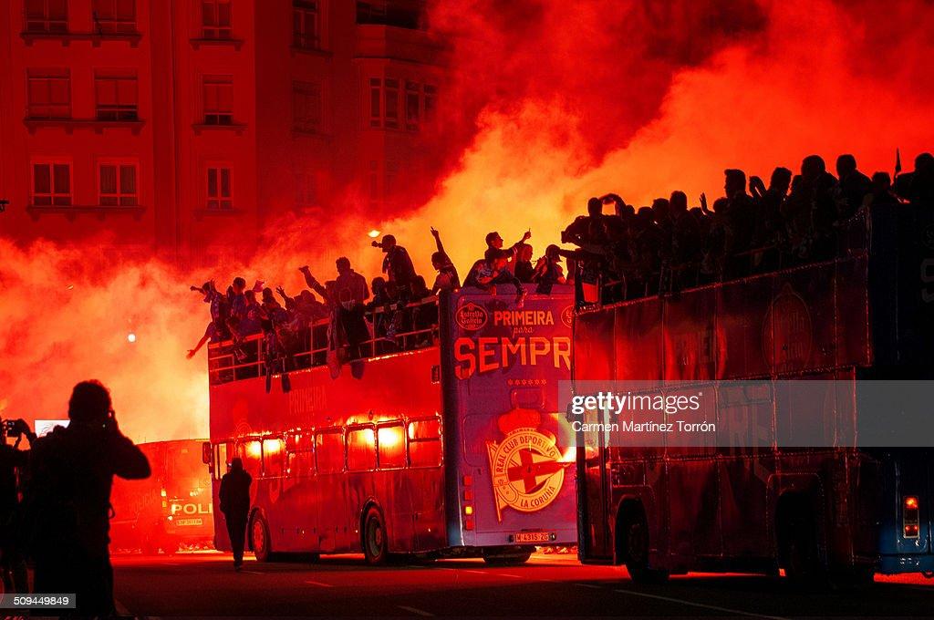 Fans of Real Club Deportivo de La Coruña celebrati : News Photo