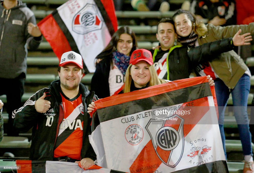 Fans of River Plate cheer for their team prior to a match between River Plate and Instituto as part of round 16 of Copa Argentina 2017 at Jose Maria Minella Stadium on August 20, 2017 in Mar del Plata, Argentina.