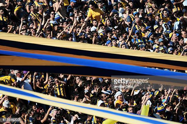 Fans of Rosario Central cheer for their team before a match between Rosario Central and Newell's Old Boys as part of Torneo Primera Division 2016/17...