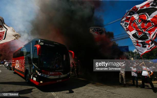 Fans of Sao Paulo welcome the team bus prior to the match between Sao Paulo and America MG for the Brasileirao 2018 at Morumbi Stadium on September...