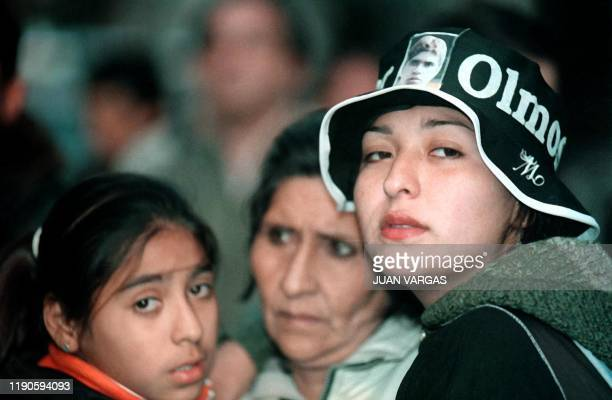 Fans of singer Walter Olmos wait outside the morgue while oficials perform an autopsy to determine the casue of his death 08 September 2002 in Buenos...