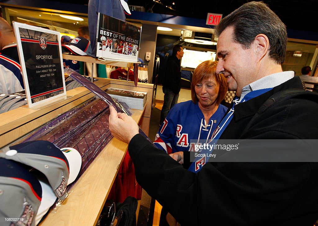 cheap for discount 35b32 dfcb4 Fans of the New York Rangers shop for a Hockey Fights Cancer ...