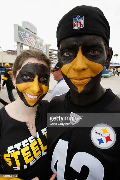 Fans of the Pittsburgh Steelers Elizabeth Terone and Tim Mosebey of Norristown, Pennsylvania pose for a photo outside of Raymond James Stadium before...