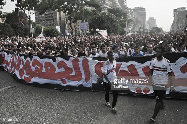 Fans of the Zamallek Football Club stormed the Association White Knights Zamalek Club Thursday of croquet gate with security forces stationed in the...