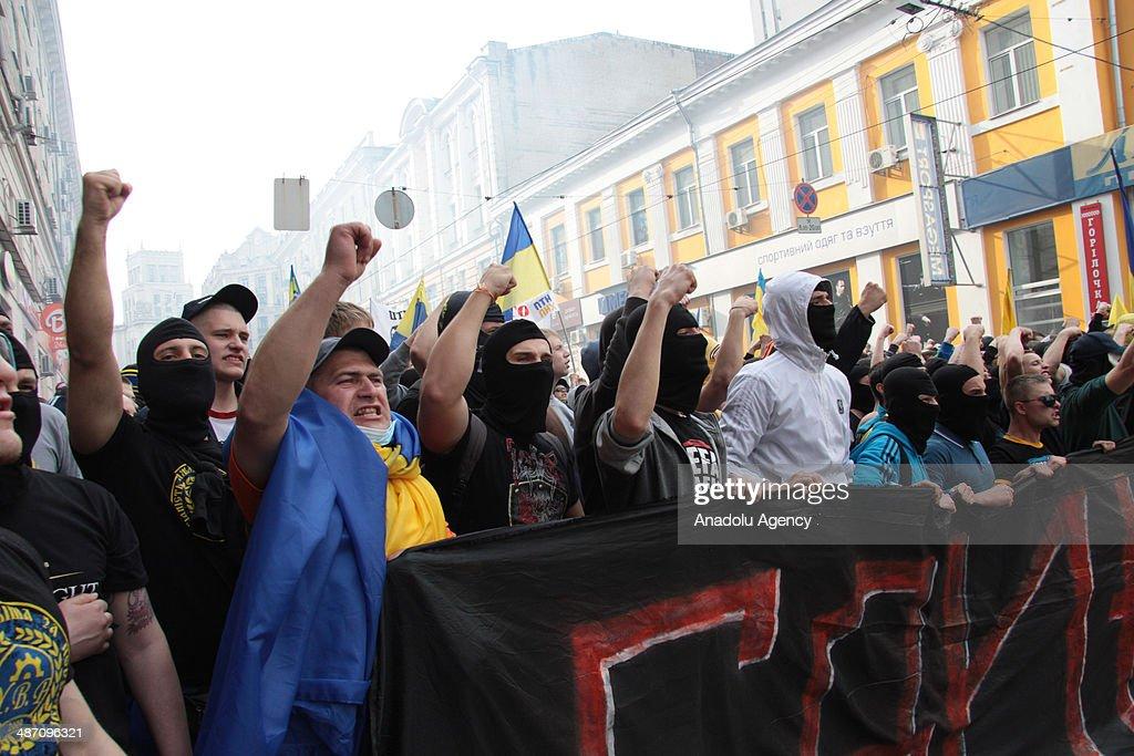 Football fans clash in Kharkiv : ニュース写真
