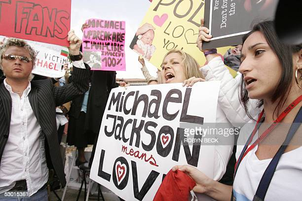 Fans of US pop star Michael Jackson show their support 03 June outside the Santa Barbara County Courthouse in Santa Maria California where closing...