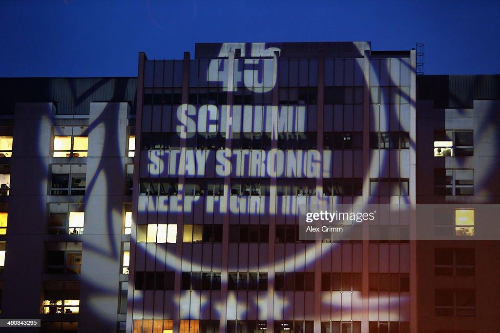 Michael Schumacher Remains Critically Ill After Skiing Accident : Foto jornalística