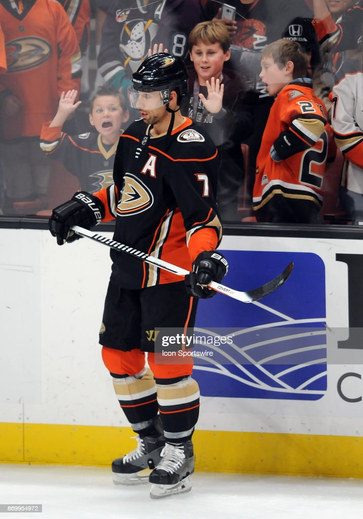 0f4fdbe2e Fans react behind Anaheim Ducks leftwing Andrew Cogliano (7) before a game  against the