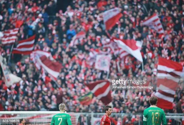 Fans schwenken FCBayernFahnen beim Bundesligaspiel FC Bayern Muenchen gegen die SpVgg Greuther Fuerth am 19 Januar 2013 in der AllianzArena in...