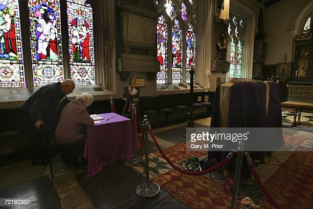 Fans sign snooker player Paul Hunter's memorial book beside his coffin at Leeds Parish Church on October 17 2006 in Leeds England The threetime...