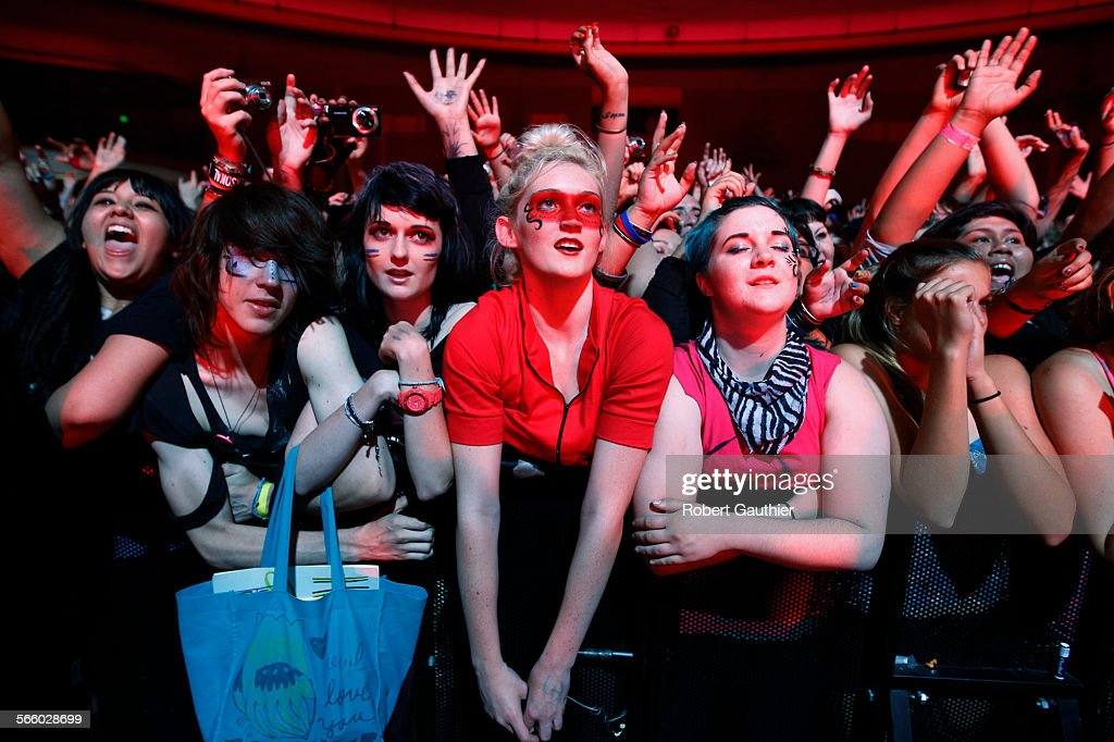fans soak in my chemical romance at the hollywood palladium