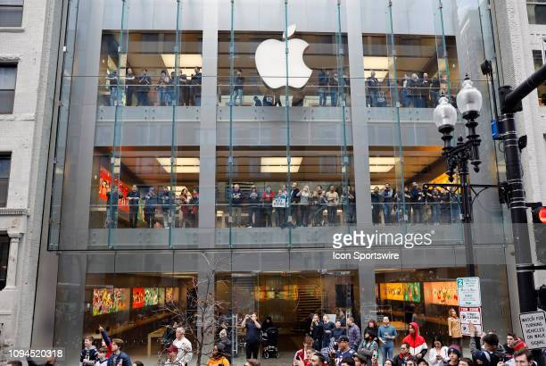 5d42c6968 Fans take in the parade at the Apple store during the New England Patriots  Super Bowl