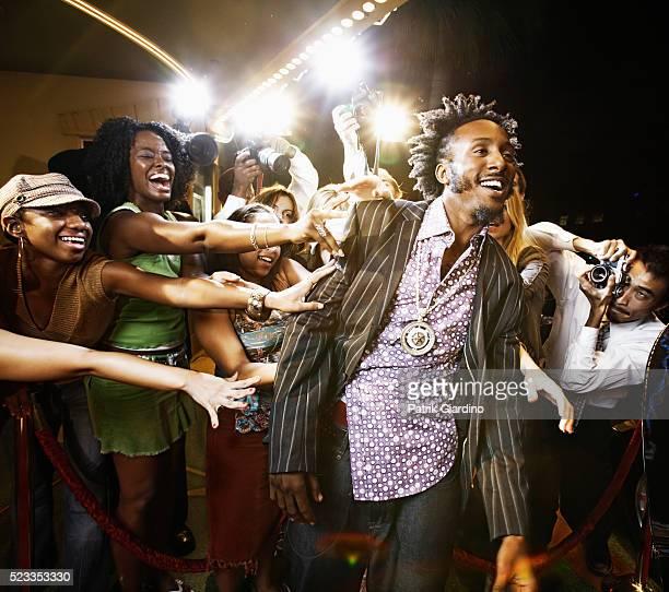 fans touching celebrity at premiere - prima cinematografica foto e immagini stock
