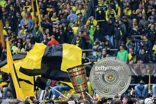 Fans tragen den DFB Pokal und die Meisterschale durch dasvon den Fans gestürmte Stadion Fussball Saison 2011 / 12 1 Bundesliga Borussia Dortmund SC...
