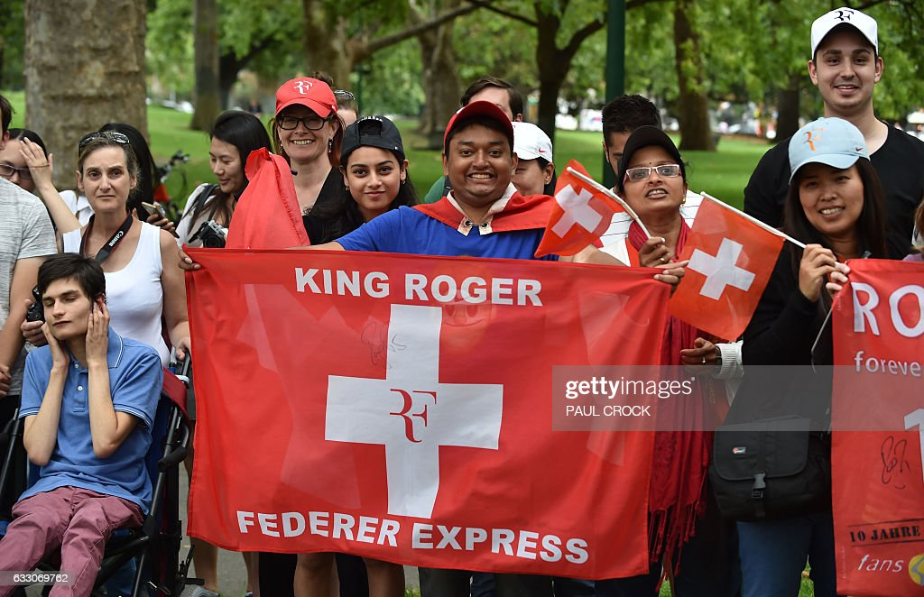 Fans wait for Roger Federer of Switzerland to arrive for a photo opportunity the day after he won the Australian Open men's singles tennis final for this 18th career Grand Slam in Melbourne on January 30, 2017. / AFP / PAUL