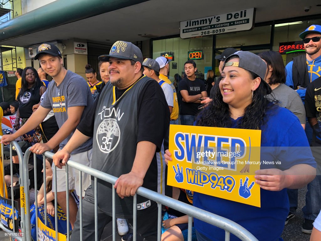Fans wait on Broadway during the Golden State Warriors championship ... 5df489794