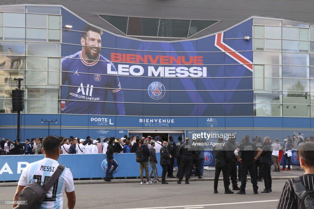 Fans wait outside the Parc des Princes for the introduction ceremony...  News Photo - Getty Images