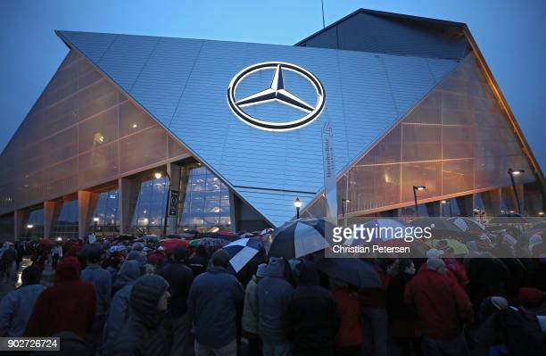 Fans wait outside the stadium prior to the game between the Georgia Bulldogs and the Alabama Crimson Tide in the CFP National Championship presented...