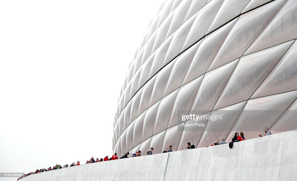 Fans wait outside the stadium prior to the UEFA Champions League quarter final first leg match between FC Bayern Muenchen and SL Benfica at Allianz Arena on April 5, 2016 in Munich, Germany.