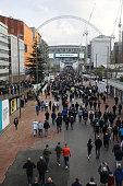 london england fans walk towards wembley