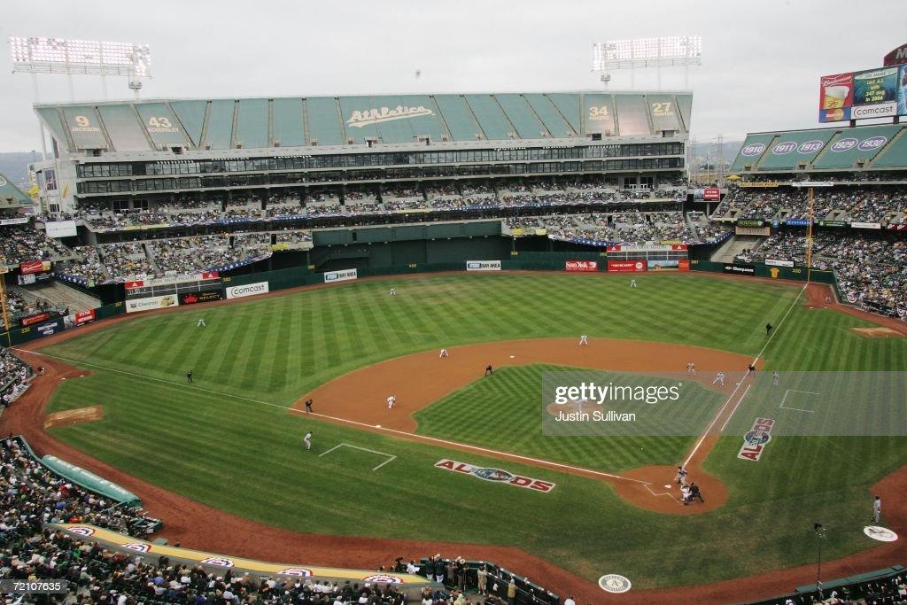 ALDS - Minnesota Twins v Oakland Athletics - Game 3 : Fotografía de noticias