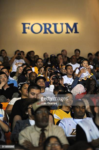 Fans watch the preseason game between the Golden State Warriors and the Los Angeles Lakers on October 9 2009 at The Forum in Inglewood California The...