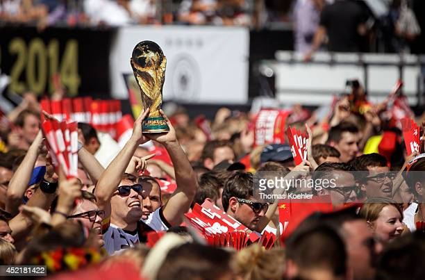 Fans waving German flags greet the German national soccer team in front of the Brandenburg Gate on July 15 2014 in Berlin Germany Thousands of...