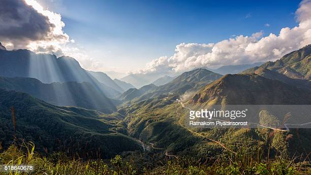 fansipan, highest mountain of vietnam - top foto e immagini stock