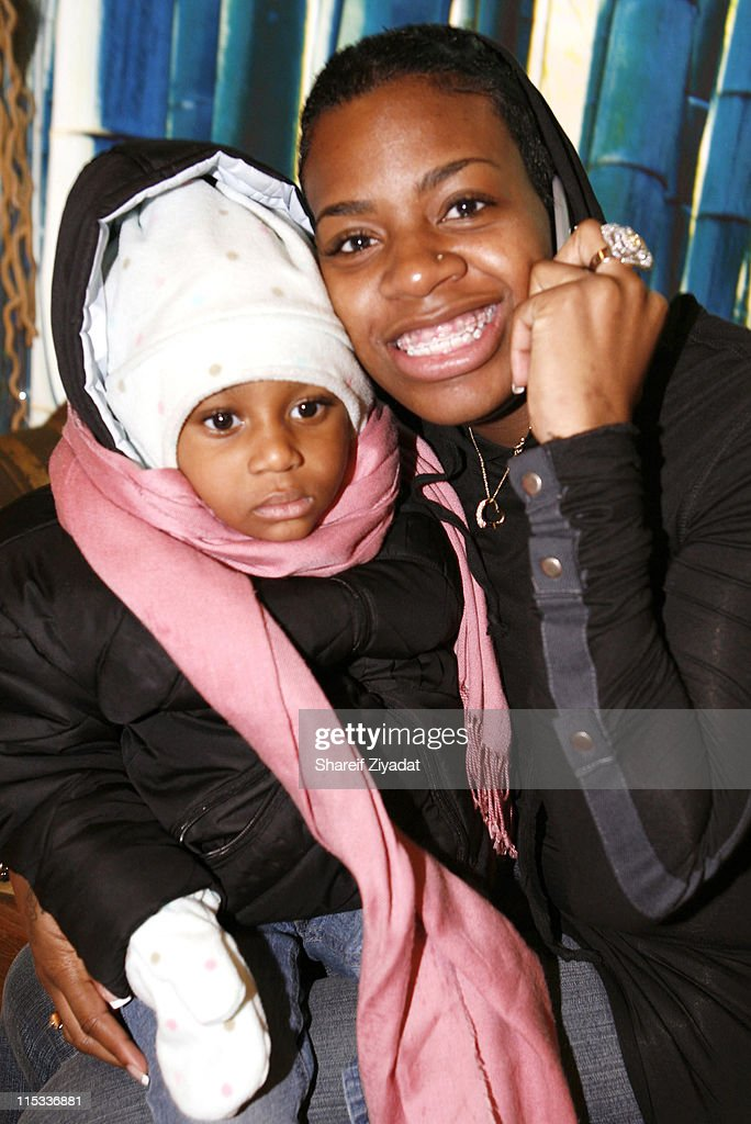 """Fantasia Barrino Signs Her Book """"Life is Not a Fairy Tale"""" at Carols Daughter in New York City - December 16, 2005 : News Photo"""