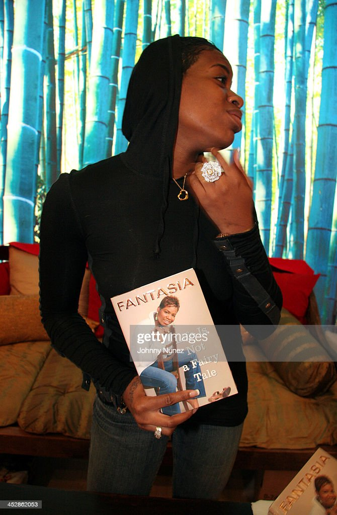 Fantasia Barrino Signs Her Book Life is Not a Fairy Tale - December 16, 2005 : News Photo