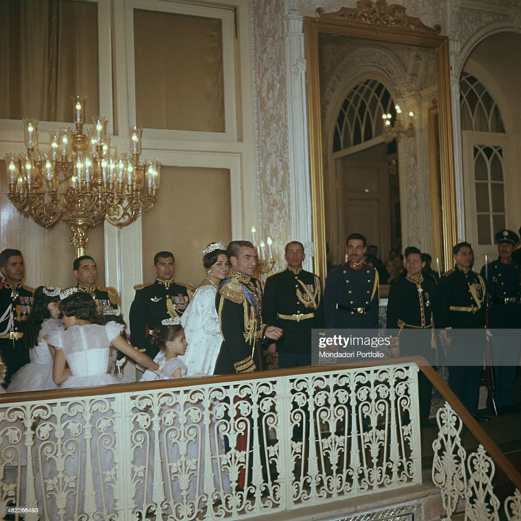 The Shah of Persia with Farah Diba on their wedding day  : Photo d'actualité