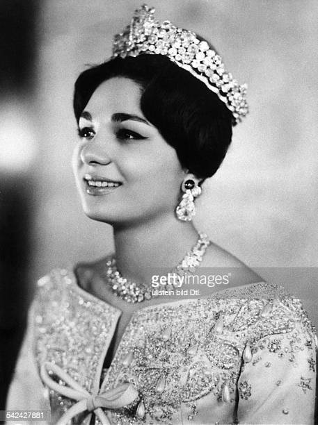 Farah Diba empress of Iran 19591979 with her wedding dress and diadem 1959