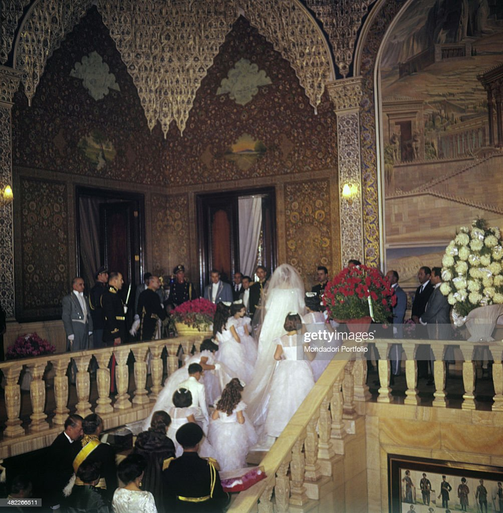Farah Diba on her wedding day with the Shah of Persia : Photo d'actualité
