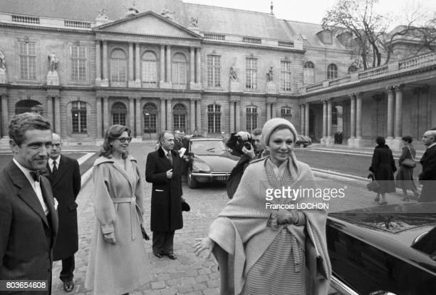 Farah Diba Pahlavi impératrice d'Iran en visite à l'Hotel de Sully à Paris le 14 janvier 1976 en France