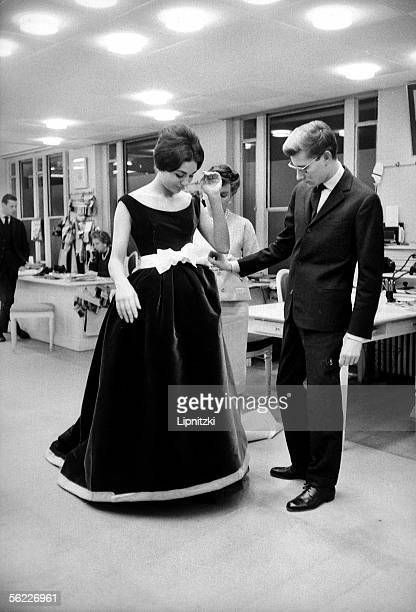 Farah Dibah empress of Iran at Yves Saint Laurent's French couturier Paris November 1959 LIP34143015