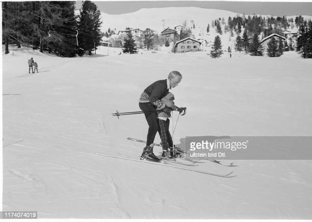 Farahnaz Pahlavi von Persien lernt Skifahren St Moritz 1967