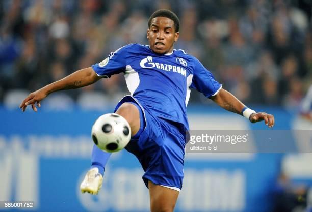 Farfan Jefferson Stuermer FC Schalke 04 Peru in Aktion am Ball