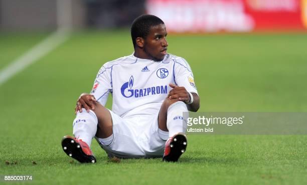 Farfan Jefferson Stuermer FC Schalke 04 Peru sitzt auf dem Rasen