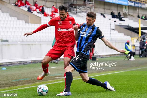 Faris Haroun of Royal Antwerp and Brandon Mechele of Club Brugge during the Jupiler Pro League match between Club Brugge and FC Antwerp at Jan...