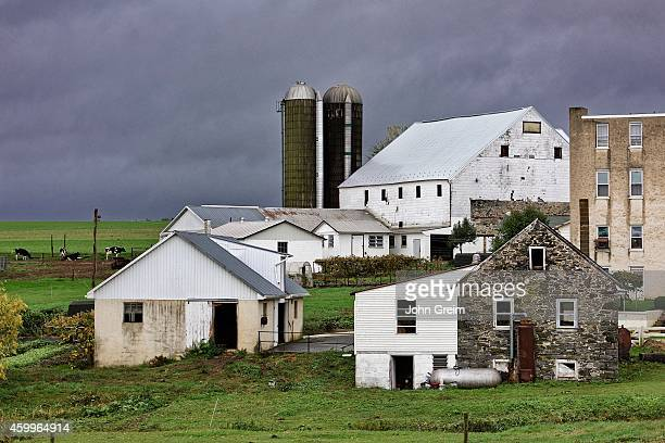 Farm buildings in Amish country