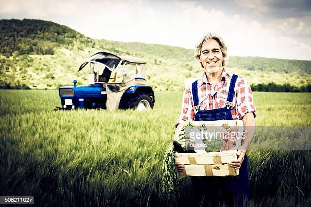 farmer stehen in einem Feld