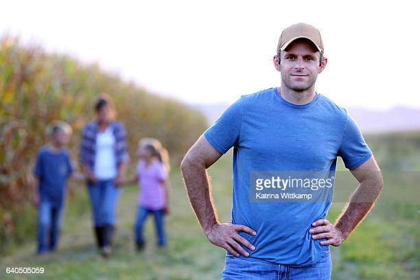 farmer with his family - bones - fotografias e filmes do acervo