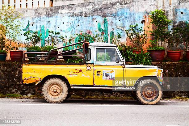 farmer's 4x4 - land rover stock pictures, royalty-free photos & images