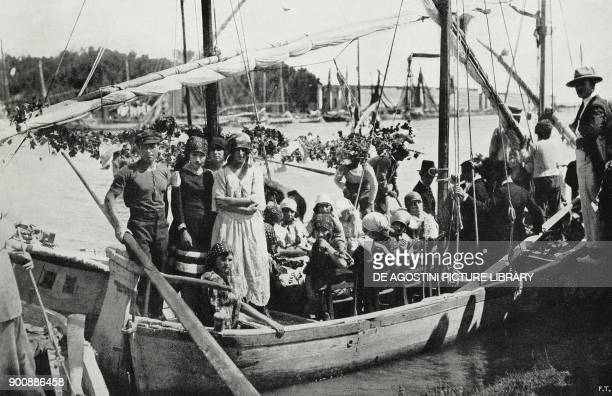 Farmer's boat Song contest in Pescara Abruzzo Italy from L'Illustrazione Italiana Year XLIX No 36 September 3 1922