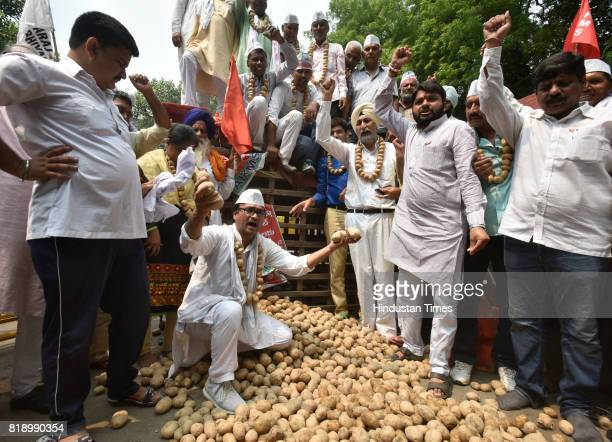 Farmers from different states of India including Gujarat Haryana Rajasthan Maharashtra Punjab and Uttar Pradesh join force with farmers from Tamil...