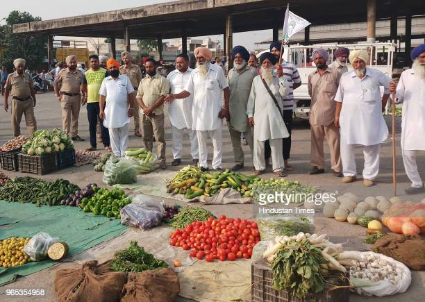 Farmers holding a protest at Vegetable Market in Fatehgarh Sahib on June 1 2018 in Patiala India Farmers unions across eight states launched a mega...